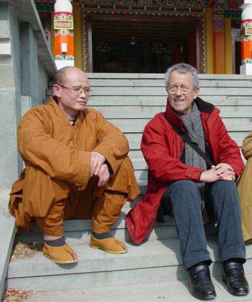Miaohui avec Michel Fontaine au temple DuoPao (2007)