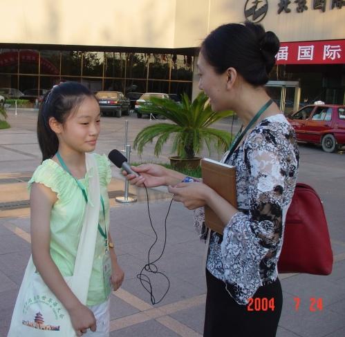 Ĝoja intervjuas